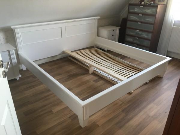 Bett Doppelbett Bettgestell 200x200 weiß Massivholt Landhausstil Gründerzeit Lackiert Fichte