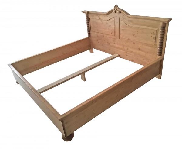 Bett Doppelbett 200x200 Bettgestell Fichte Massivholz Gründerzeit Landhausmöbel Weichholz